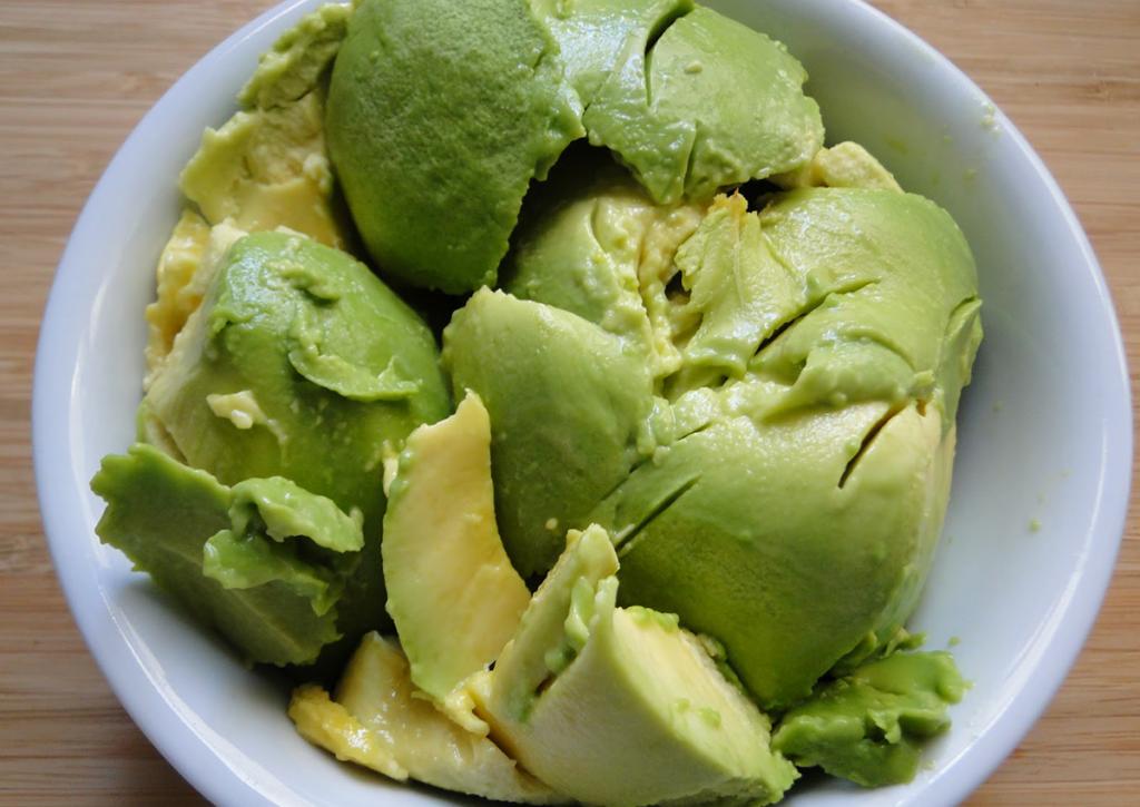 Abacate pode ser usado em receita caseira para cabelo